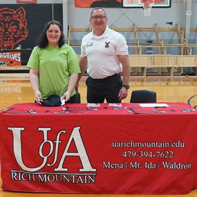 Halie Ewing signing with Uof A Rich Mountain!